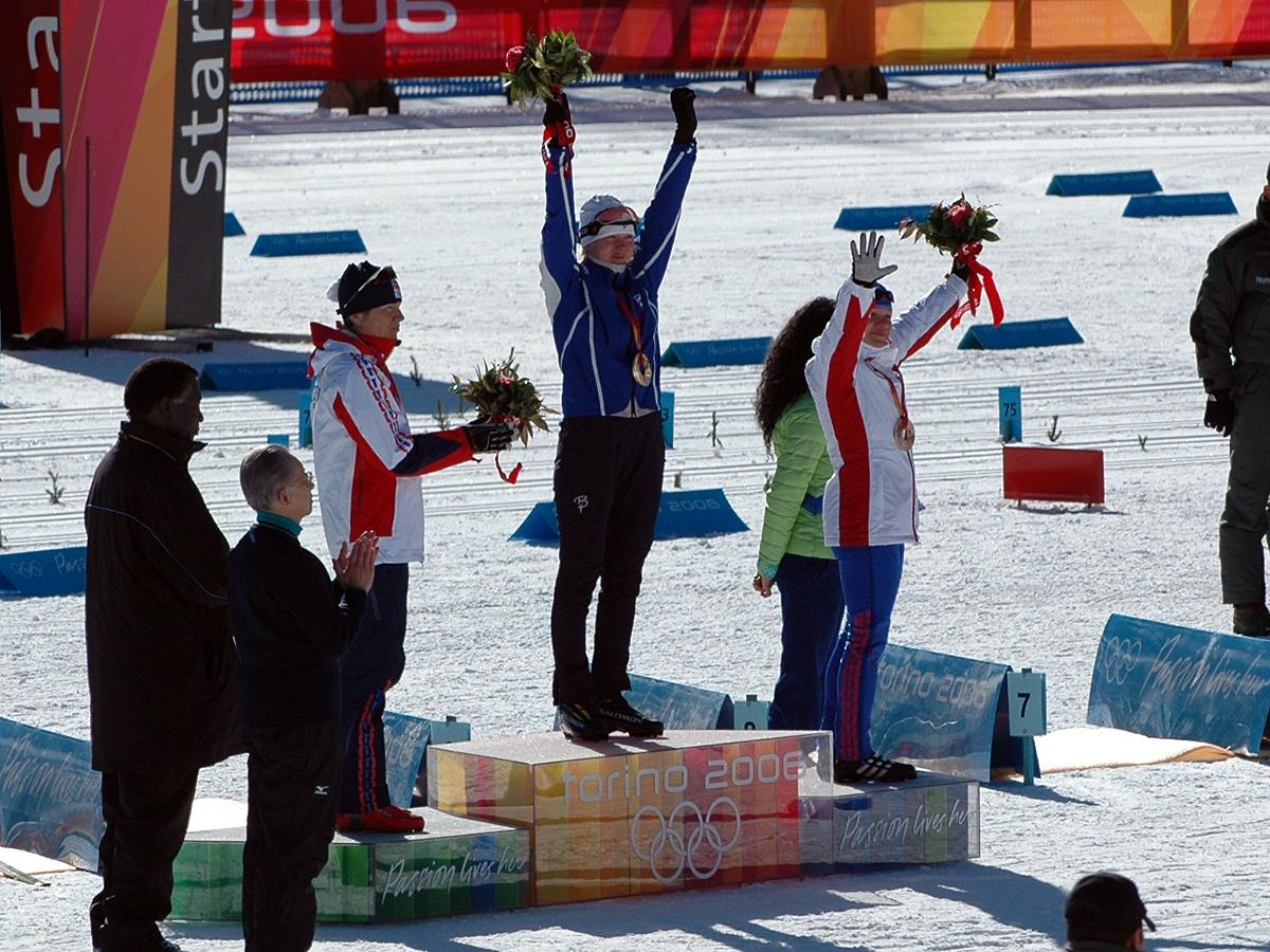 Kristina Smigun jubler for sitt første OL-gull etter 15 km fellesstart med skibytte under OL i Torino 2006. (Foto: Bjarte Hetland)