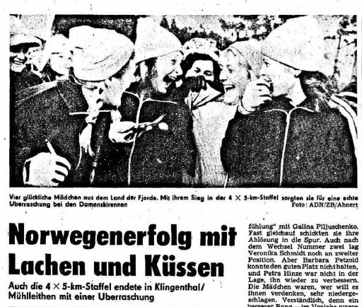 Faksimile Neues Deutschland 14.1.1974 – «Fire lykkelige jenter fra fjordenes land. Med sin seier på 4 x 5 km stafett sørget de for en ekte overraskelse i Dameskirennet.» skriver avisen i bildeteksten.