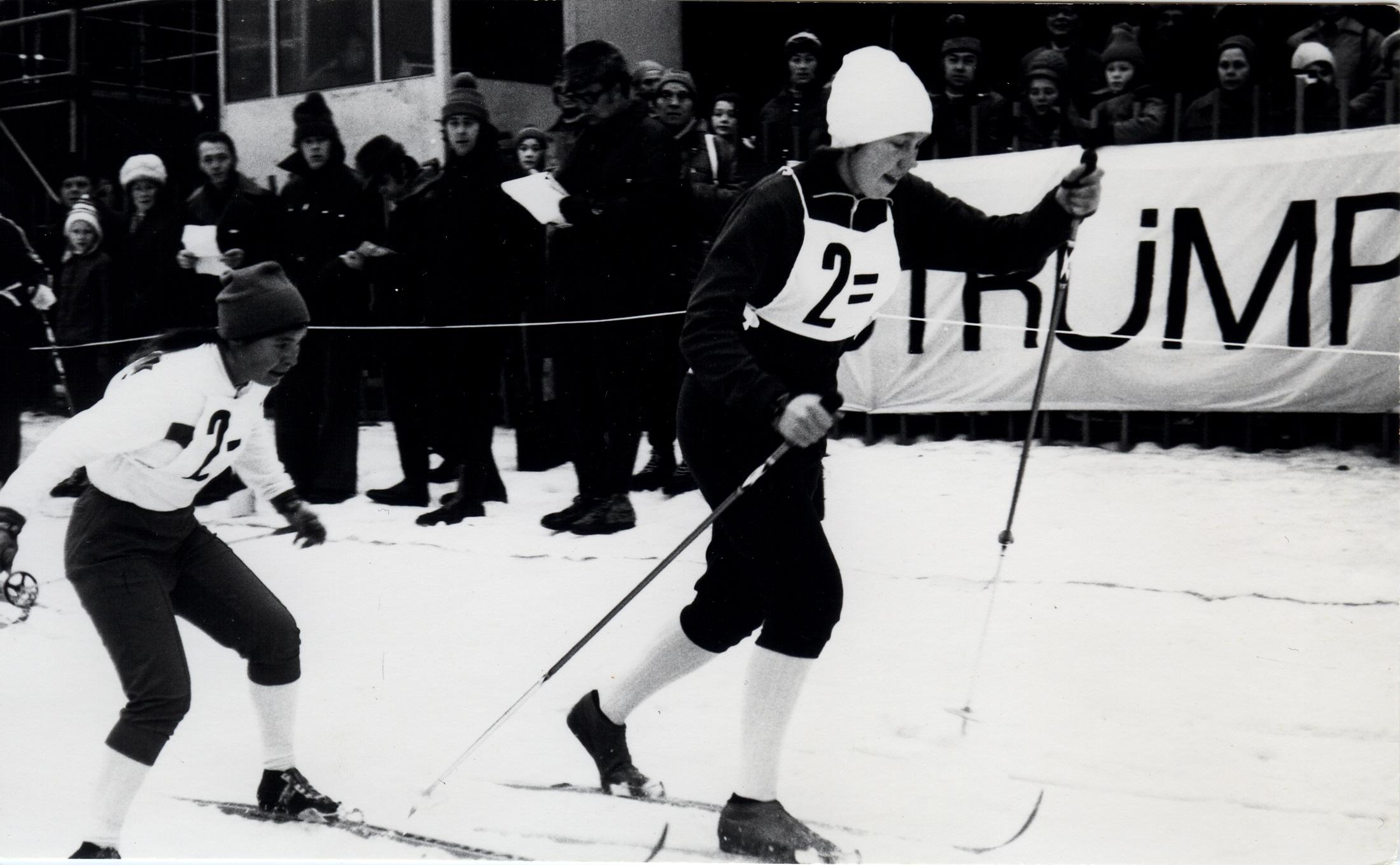 Rutt Rehemaa overtar etter Zalija Nasryjeva på stafetten i Klingenthal i 1975. Sovjet ble til slutt nr 4 i stafetten. Nasryjeva tok senere gull på 10 km under vinteruniversiaden i 1978, som Zalija Sjajkhislamova.