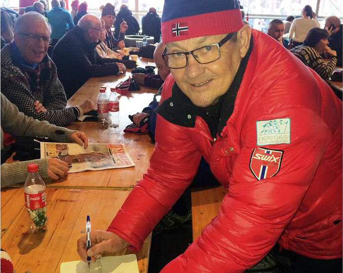 Ole Magne Ansnes traff Iver Jønland under VM i Falun 2015, og sikret seg autografen hans på nytt, 45 år etter at han fikk den første gang. (Foto: Ole Magne Ansnes)
