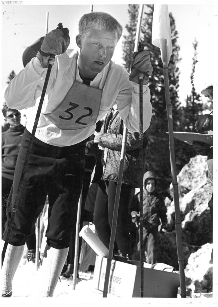 Harald Bjerke fotografert under studietiden i USA. Bildet er tatt i 1965, under en konkurranse i Winter Park, Colorado, cirka 2400m over havet.