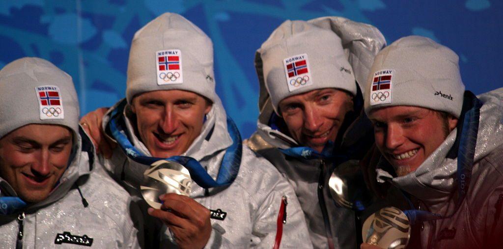 Bilde av det norske herrelaget som tok OL-sølv på 4 x 10 km stafett under OL i Vancouver 2010.