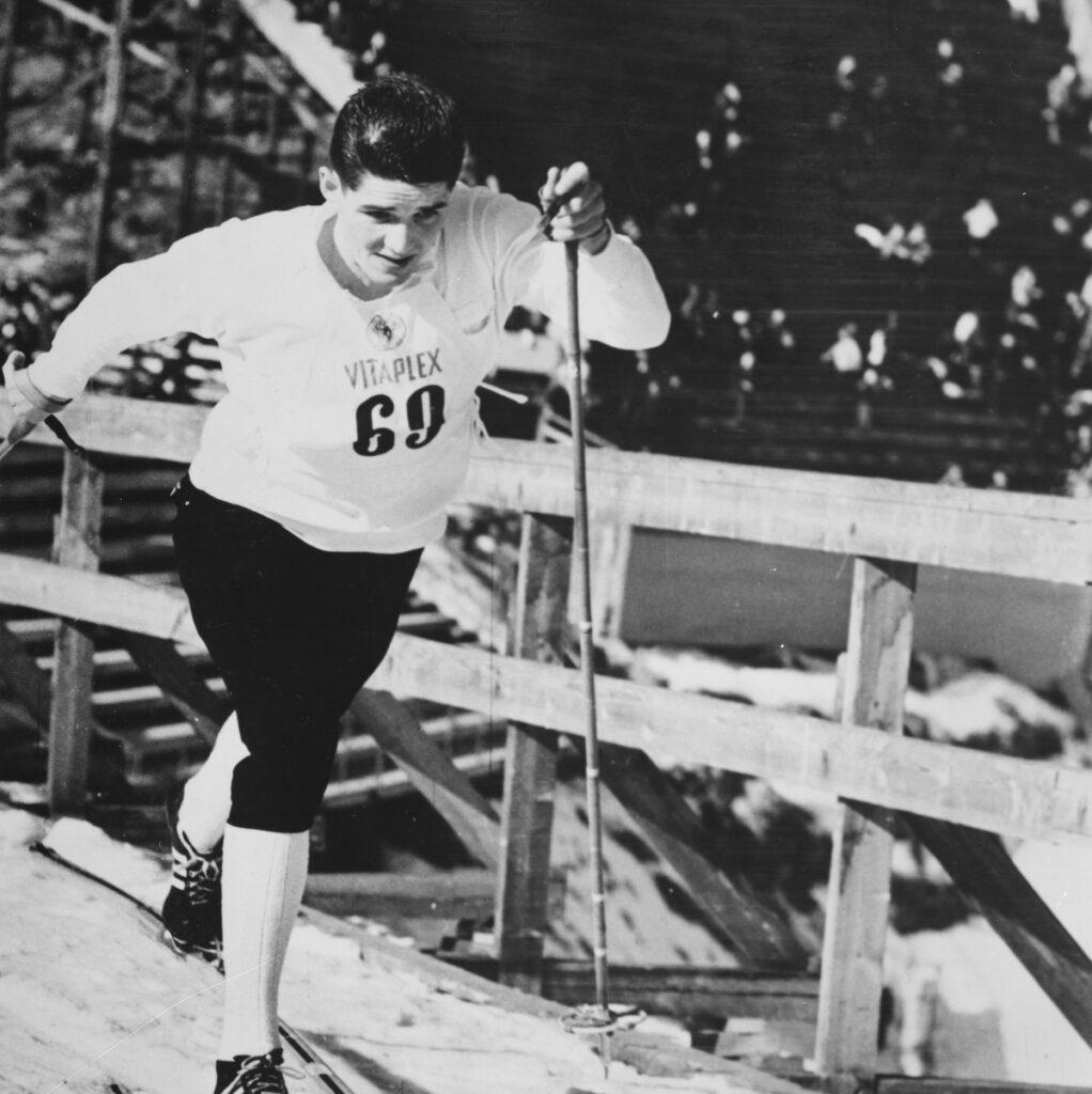 Bilde av skiløperen Gjermund Eggen i Holmenkollen i 1964.