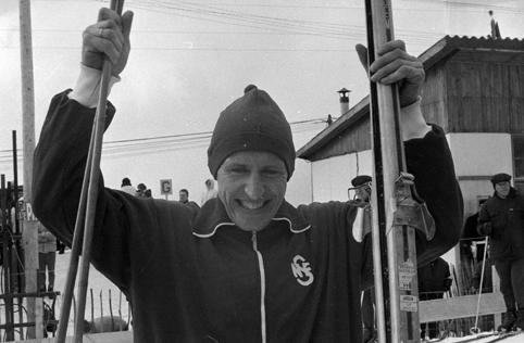 Bilde av skiløperen Ole Ellefsæter etter at han vant OL-gull på 50 km i 1968.