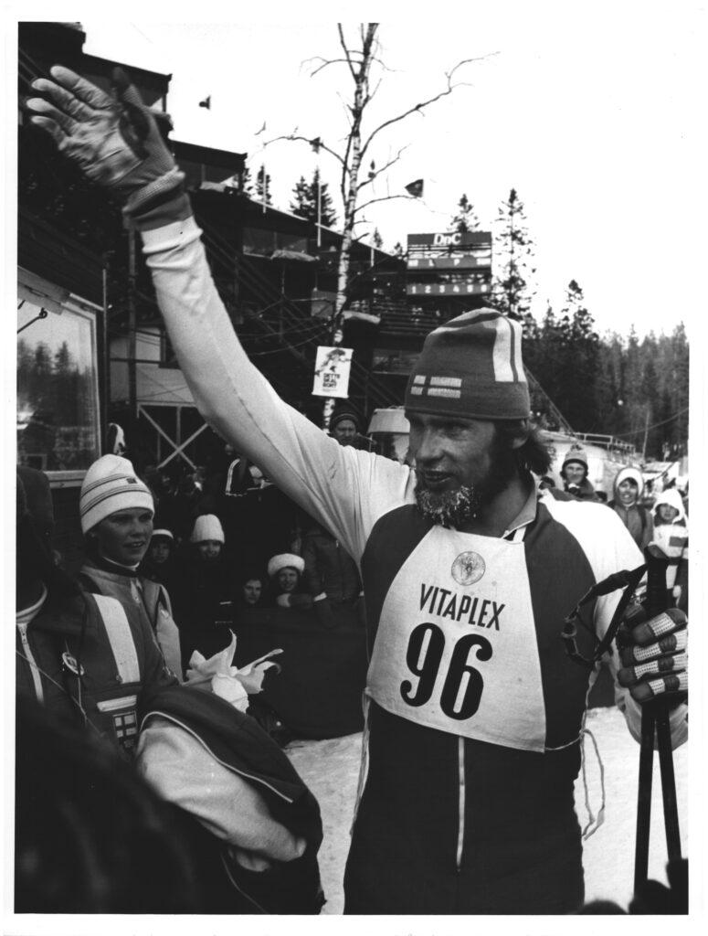 Bilde av langrennsløperen Juha Mieto etter målgang på 50 km i Holmenkollen i 1976.